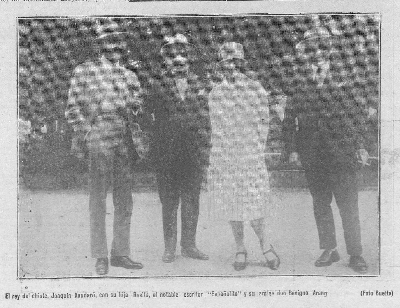 """Benigno Arango, a la izquierda de la imagen, con Xaudaró, su hija y Constantino Suárez, """"El Españolito"""". En """"Región"""", 29 de julio de 1926."""